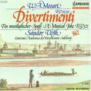 Camerata Academica des Mozarteums Salzburg - Mozart: Divertimenti KV 113, KV 131, Menuett KV 122, Ein musikalischer Spaß KV 522